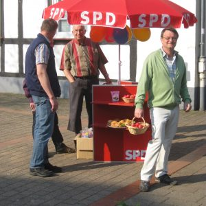 Der rote Infotisch der Rahdener SPD.