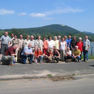 Die Reisegruppe des SPD Stadtverband Rahden am Rhein vor dem Siebengebirge.