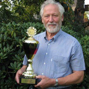 Heinz Steinkamp stifttet einen Jugendpokal