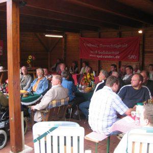 Interessierte Zuhörer beim SPD Frühschoppen