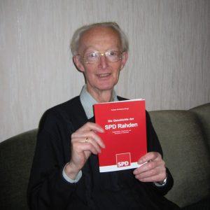 Das erste SPD Buch bekam Werner Kirchhoff.
