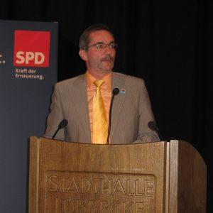 Matthias Platzeck stellt sich den Fragen auf dem Programmkonvent.