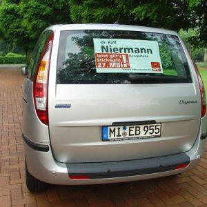 Ein zweiter Wagen macht Werbung in Rahden.