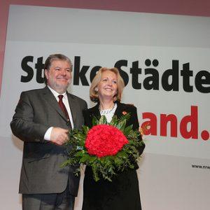 Kurt Beck gratuliert Hannelore Kraft zur Wiederwahl