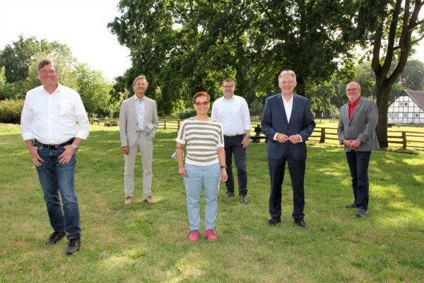 Gemeinsames Fotos zum Abschluss: Udo Högemeier, Prof. Dr. Uwe Leprich, Dorothee Brandt, Ingo Ellerkamp, Achim Post und Ernst-Wilhelm Rahe.