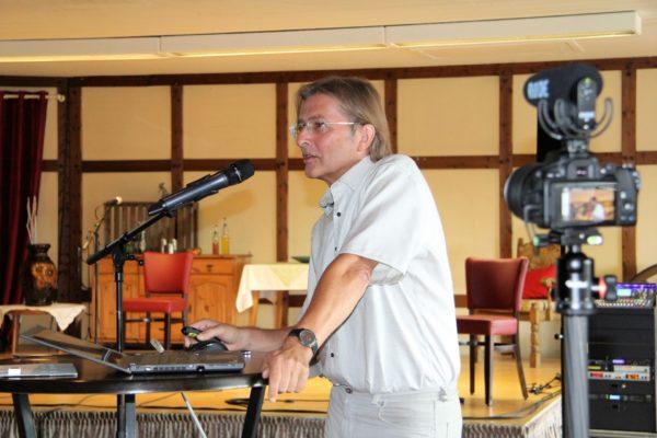Prof. Dr. Uwe Leprich zeigt Perspektiven für den Klimaschutz auf.